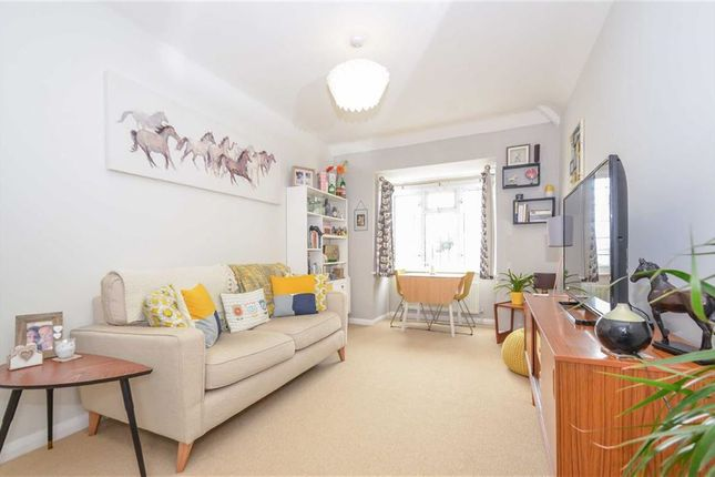 Flat for sale in Hadleigh Road, Leigh-On-Sea, Essex