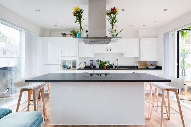 Thumbnail Flat to rent in London Lane, London