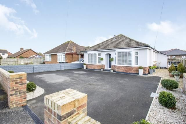 3 bed bungalow for sale in Highcliffe, Christchurch, Dorset