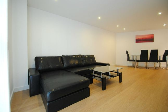 Thumbnail Flat to rent in 4 Saffron Central Square, Croydon, Surrey