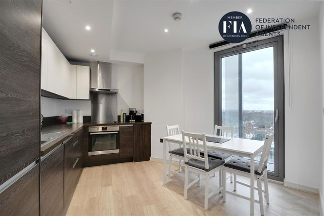 Thumbnail Flat to rent in Kew Eye, Great West Quarter, Brentford