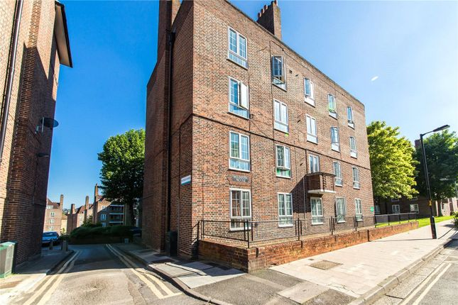 Thumbnail Flat to rent in East Dulwich Easte, Dog Kennel Hill, London