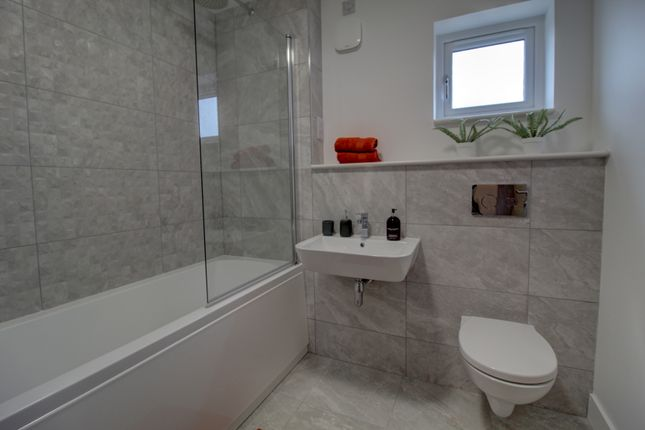 Family Bathroom of Castleview Place, Dundee DD4