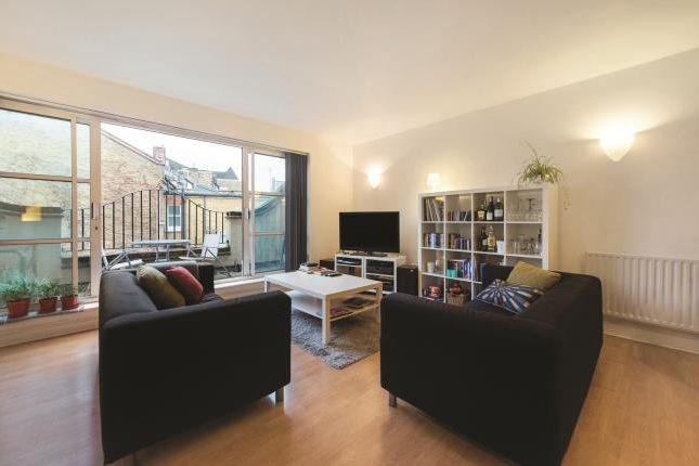 3 bed mews house for sale in Archway Mews, London