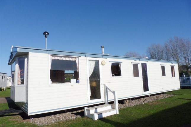 3 bed mobile/park home for sale in Butt Lane, Burgh Castle, Great Yarmouth