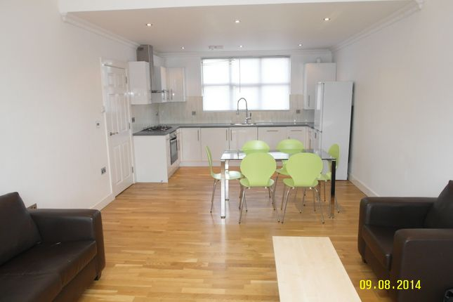 Thumbnail Flat to rent in Queens Row, London