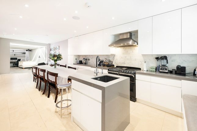 Thumbnail Terraced house for sale in Walton Street, Chelsea