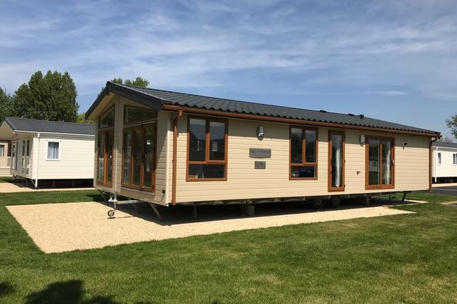 Thumbnail Lodge for sale in Broadway Lane, South Cerney, Cirencester