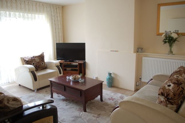 Thumbnail Flat for sale in Kirkwall Place, Bethnal Green
