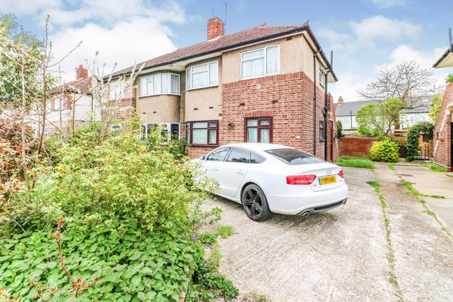 2 bed flat for sale in Fullwell Avenue, Ilford IG5