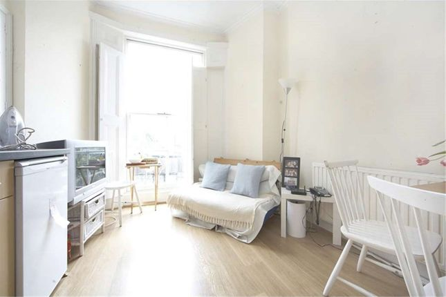3 bed maisonette to rent in Marquis Road, London