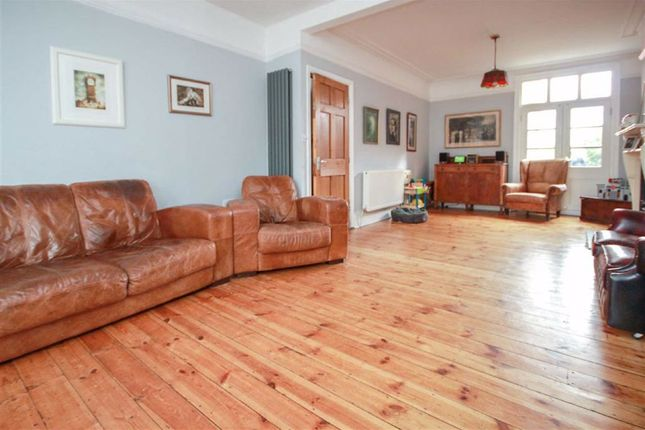 5 bed terraced house for sale in Finedon Road, Wellingborough, Northamptonshire NN8
