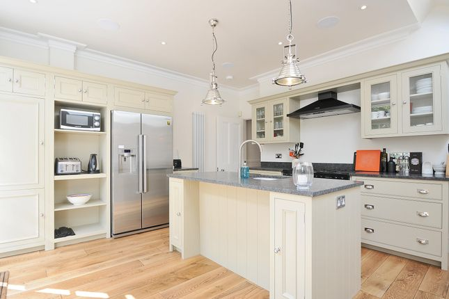 Thumbnail Property to rent in Sutherland Gardens, London