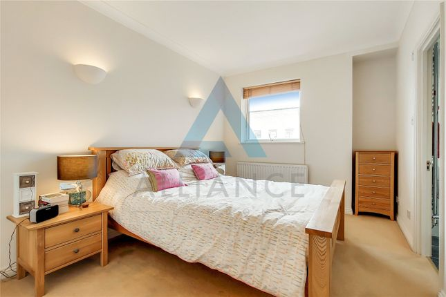 Master Bedroom of Lamb Court, 69 Narrow Street, London E14