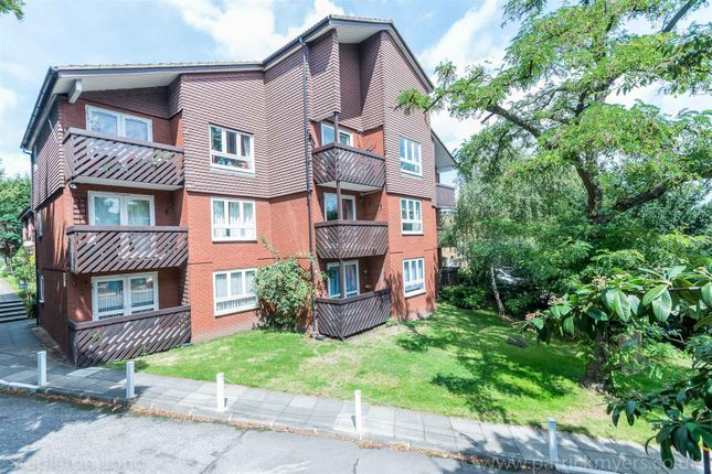 Thumbnail Flat to rent in Cedar Close, London