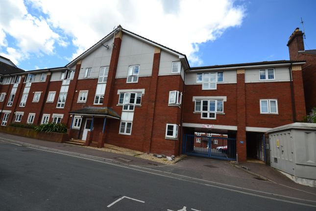 Flat to rent in Acland Road, Exeter