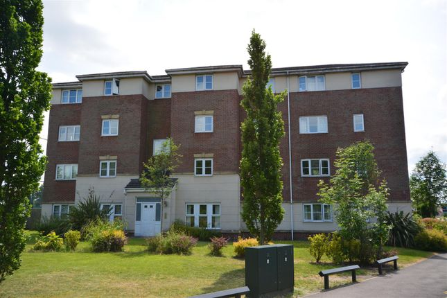 3 bed flat to rent in Ledgard Avenue, Leigh WN7