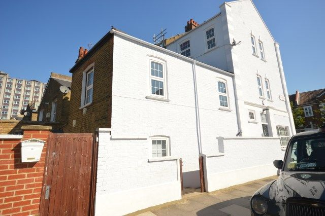Thumbnail Triplex to rent in Tamworth Street, Fulham