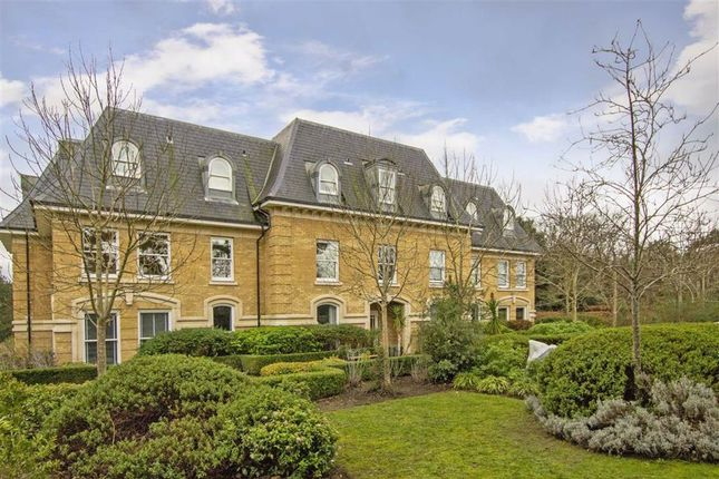 2 bed flat to rent in Holmesdale Road, Teddington TW11