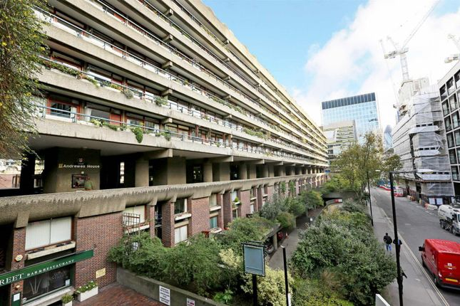 1 bed flat to rent in Andrewes House, Barbican, London EC2Y