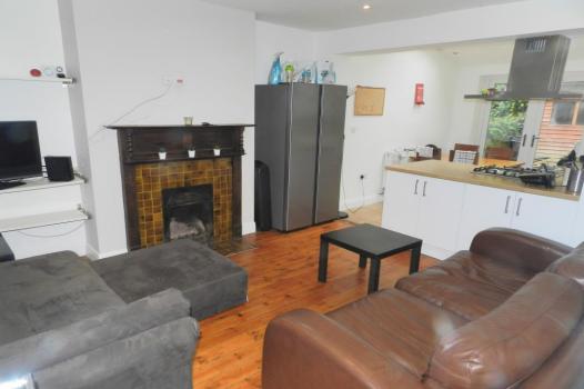 5 bed semi-detached house to rent in Buckingham Avenue, Leeds, West Yorkshire LS6