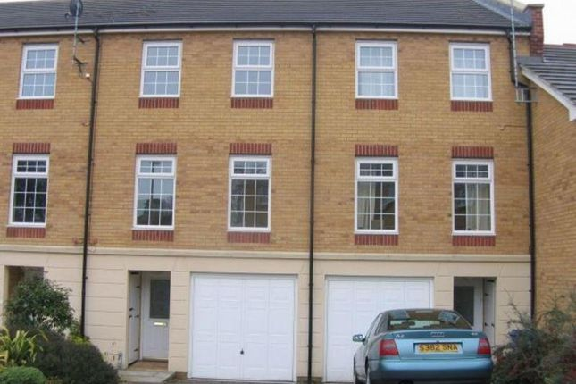 Thumbnail Terraced house to rent in Somerville Rise, Bracknell