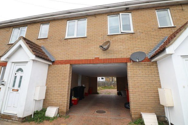 Thumbnail Flat to rent in Oxford Road, Clacton-On-Sea