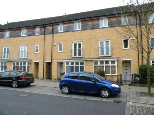 Thumbnail Town house to rent in Westlake Avenue, Hampton Vale, Peterborough