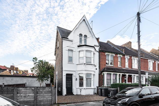 3 bed flat for sale in Lascotts Road, Bowes Park N22