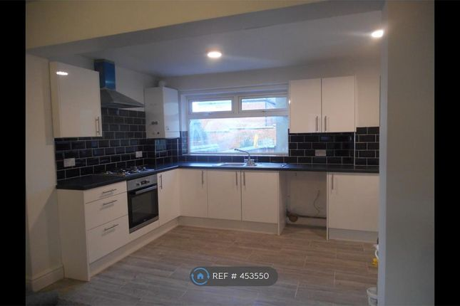 Thumbnail Flat to rent in Cross Street, Rugby