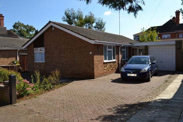 Thumbnail Detached bungalow to rent in The Drive, Phippsville, Northampton