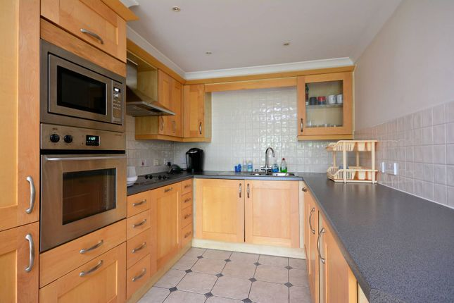 2 bed flat to rent in Chiswick High Road, Gunnersbury