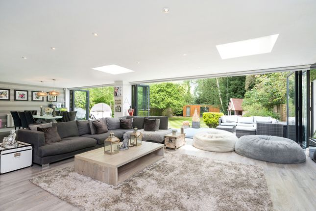 Thumbnail Semi-detached house for sale in Park Crescent, Hertfordshire