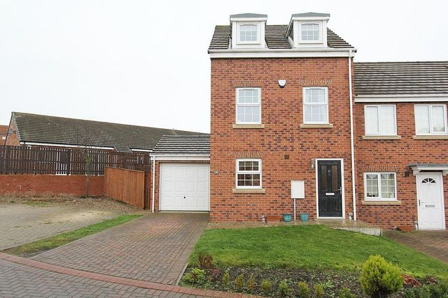 Thumbnail Town house for sale in Dunns Way, Blaydon-On-Tyne, Tyne And Wear