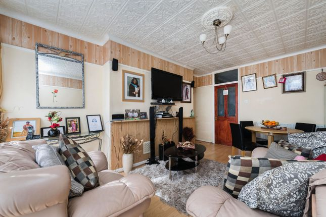 Thumbnail Flat for sale in Eliot Bank, London