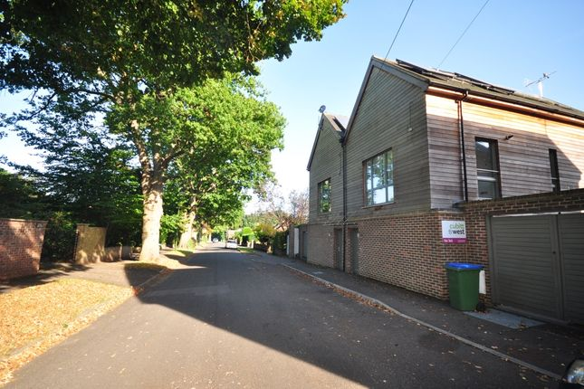 Thumbnail Semi-detached house to rent in Comptons Brow Lane, Horsham