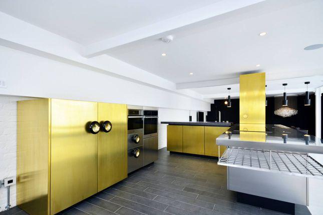 Thumbnail Flat to rent in Metropolitan Wharf, Wapping