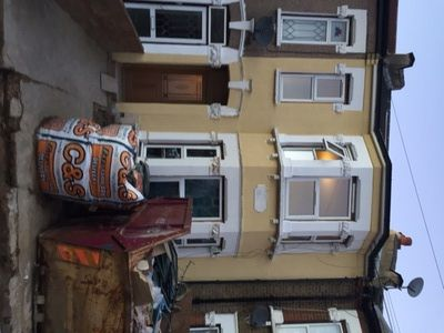 Thumbnail Terraced house for sale in Victoria Avenue, London