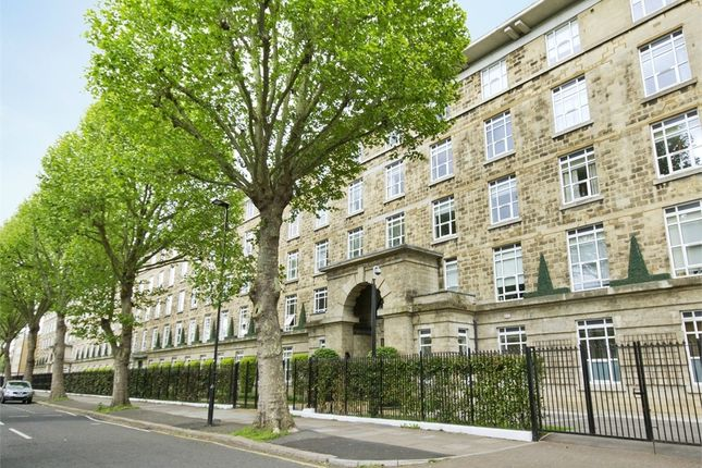 3 bed flat to rent in Bromyard House, Bromyard Avenue, Acton