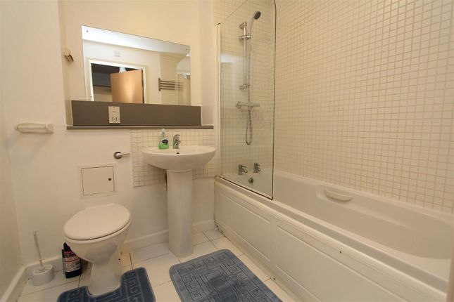 Bathroom of Elmwood Lane, Leeds LS2