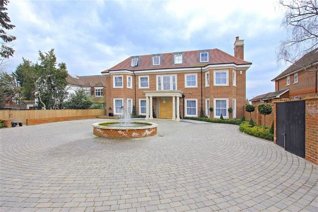 Thumbnail Detached house to rent in Beech Hill, Hadley Wood, Hertfordshire