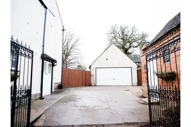 Gated Driveway of Grimesgate, Diseworth, Derby DE74