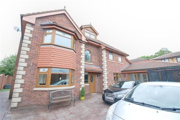 Thumbnail Detached house for sale in Farm Street, Heywood