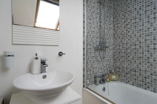 Bathroom of Eardley Road, London SW16
