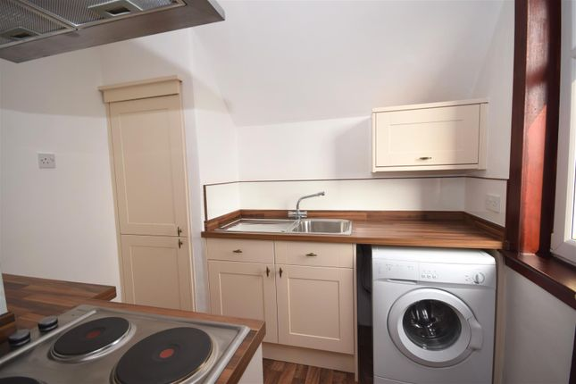 Thumbnail Flat for sale in Leadenflower Place, Crieff