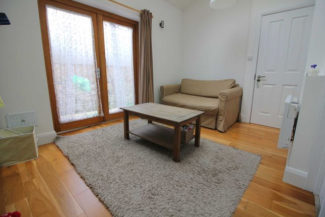 Thumbnail Studio to rent in Leythe Road, Acton, Chiswick Borders