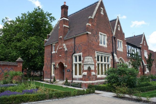 Thumbnail Flat for sale in Brewster Court, The Galleries, Brentwood
