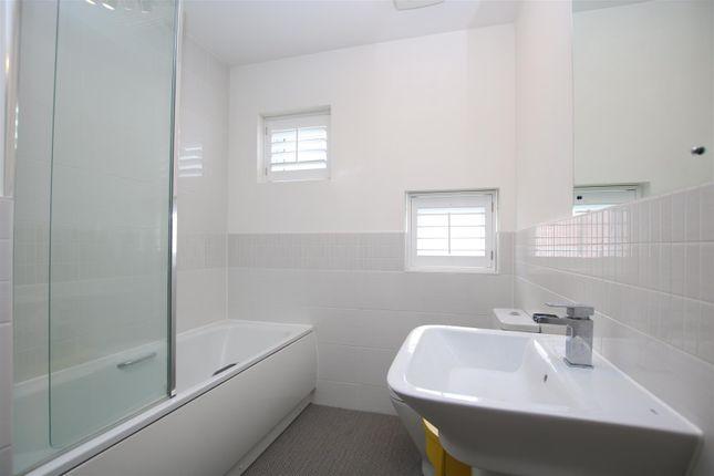 Bathroom of Milbury Farm Meadow, Exminster, Exeter EX6