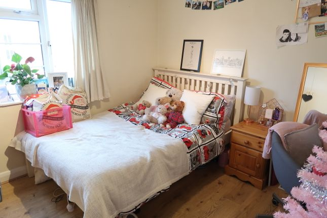 Thumbnail Flat to rent in Archers Road, Southampton