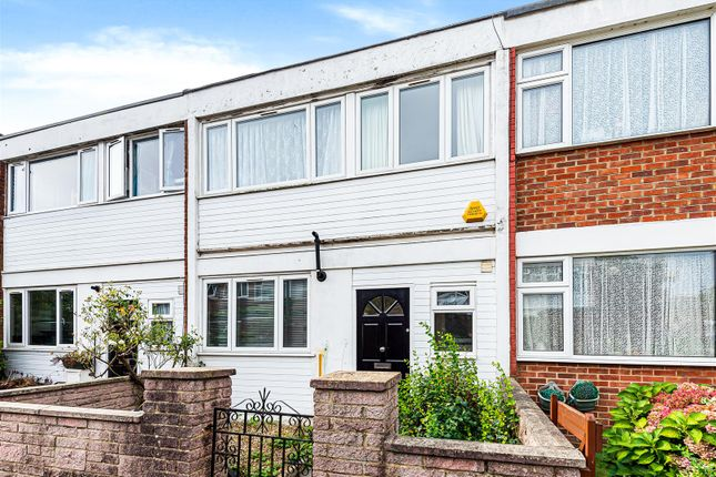 Thumbnail Terraced house to rent in Swanwick Close, London